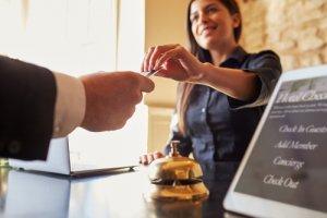 ganar dinero invirtiendo hotel