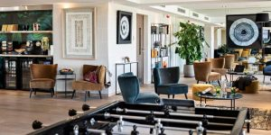 Comprar hoteles para ofrecer nuevos servicios